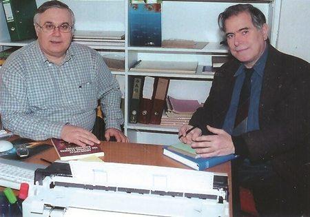 Ο Μάκης Αποστολάτος (δεξιά)